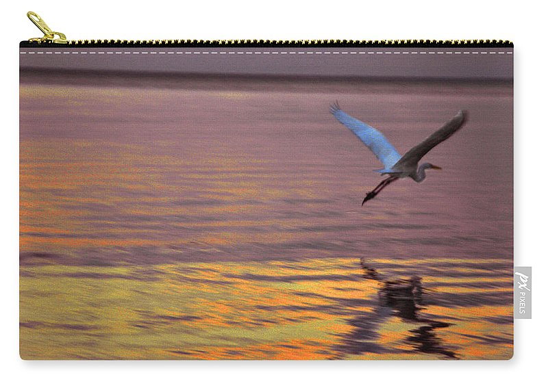 Heron Carry-all Pouch featuring the photograph Evening Flight by Susanne Van Hulst