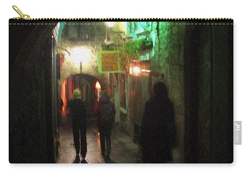 Ireland Carry-all Pouch featuring the photograph Evening Shoppers by Tim Nyberg