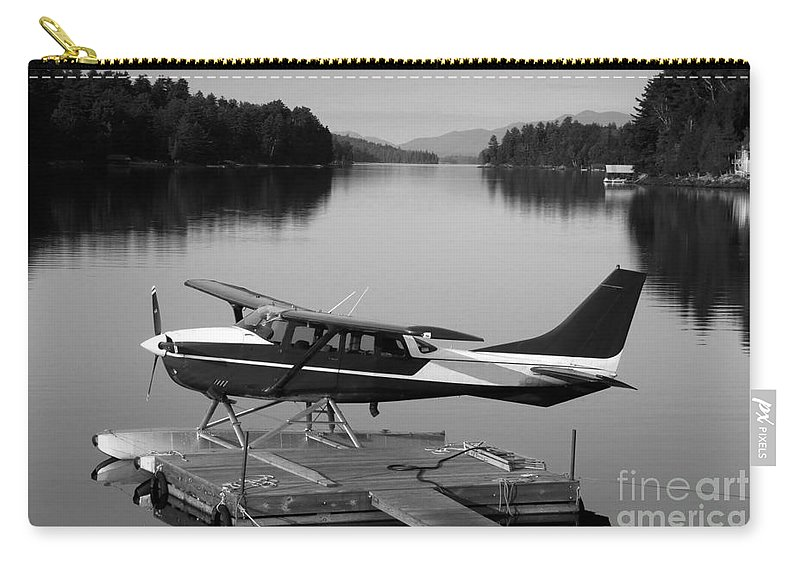 Float Plane Carry-all Pouch featuring the photograph Getting Away by David Lee Thompson