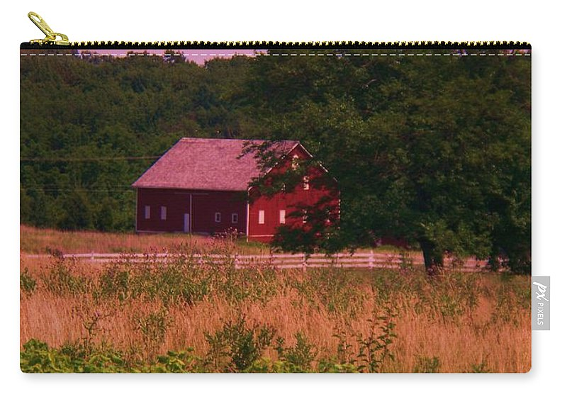 Gettysburg Carry-all Pouch featuring the photograph Gettysburg Barn by Eric Schiabor