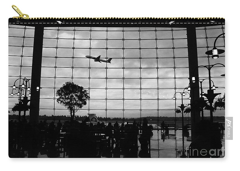 Flying Carry-all Pouch featuring the photograph Going Home by David Lee Thompson