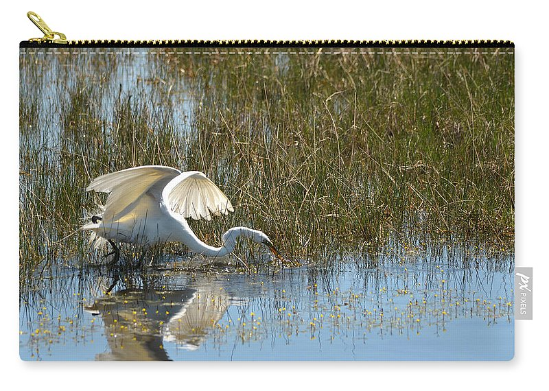 Great Egret Carry-all Pouch featuring the photograph Graceful Great Egret by Carla Parris