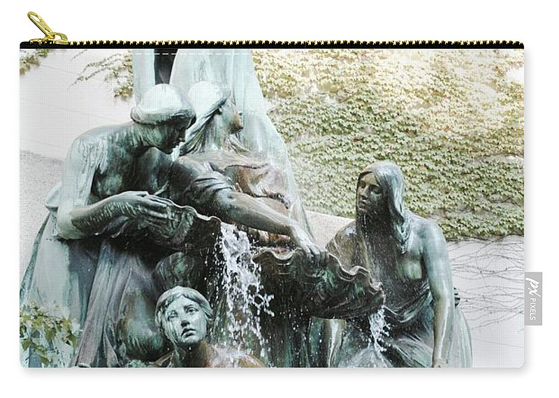 Great Lakes Fountain Carry-all Pouch featuring the photograph Great Lakes Fountain by Margaret Fronimos