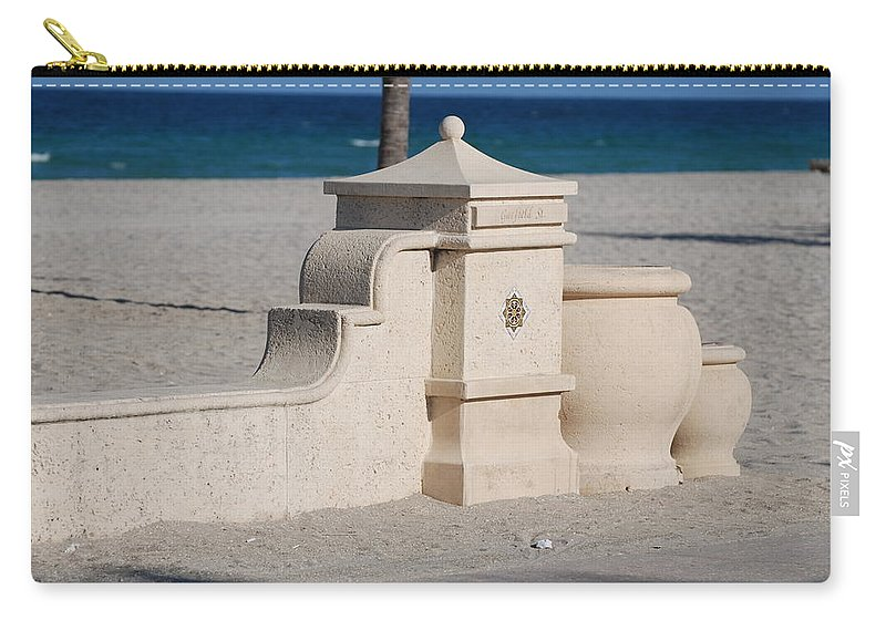 Beach Carry-all Pouch featuring the photograph Hollywood Beach by Rob Hans