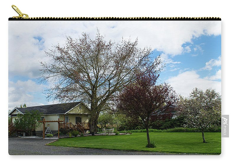 Everson Carry-all Pouch featuring the photograph House At The City Limits by Tom Cochran