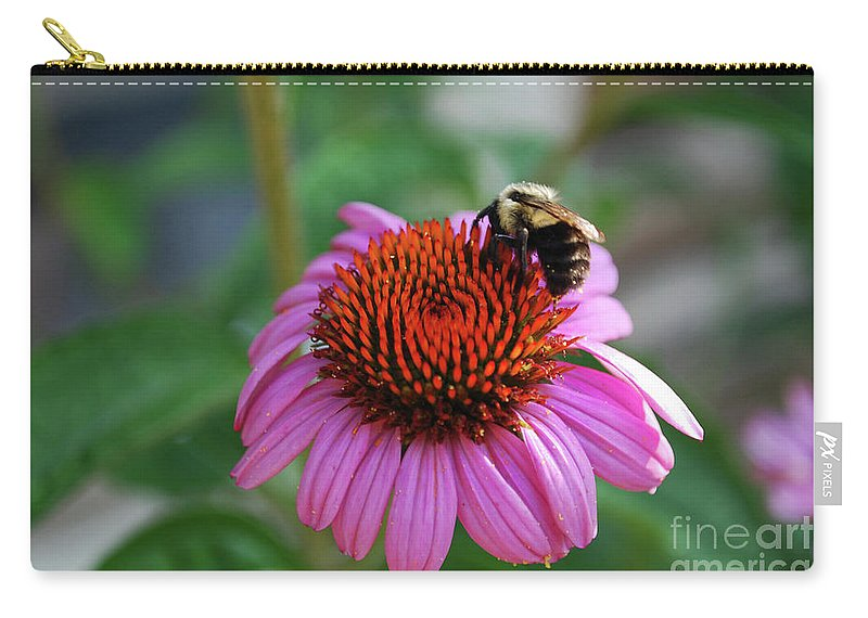 Daisy Carry-all Pouch featuring the photograph I Love Pollen And Pollen Loves Me by Lori Tambakis