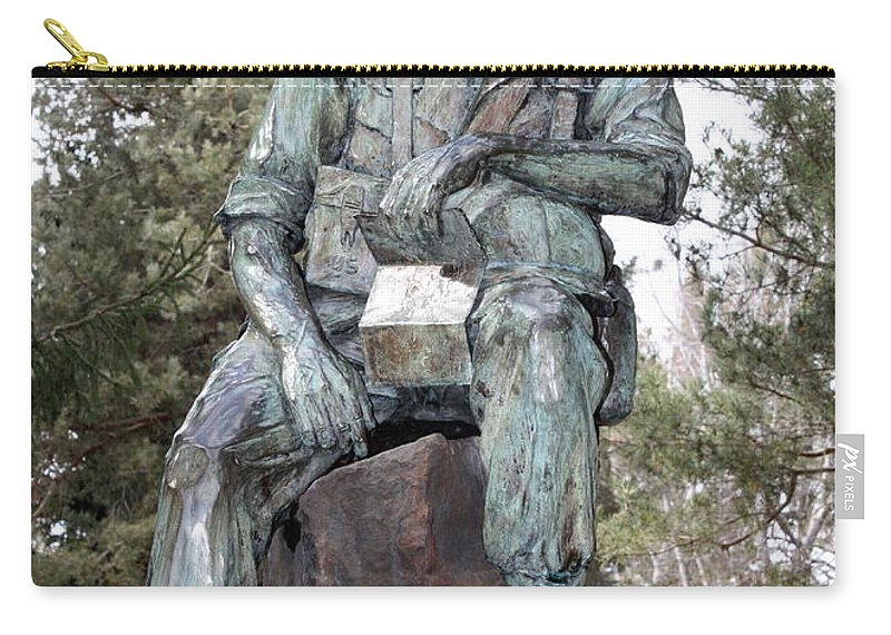 Vietnam Veterans Memorial Carry-all Pouch featuring the photograph Inland Northwest Veterans Memorial Statue by Carol Groenen