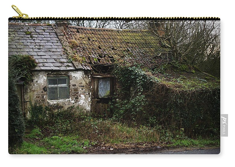 Hovel Carry-all Pouch featuring the photograph Irish Hovel by Tim Nyberg