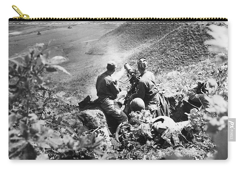 1951 Carry-all Pouch featuring the photograph Korean War: Machine Gun by Granger