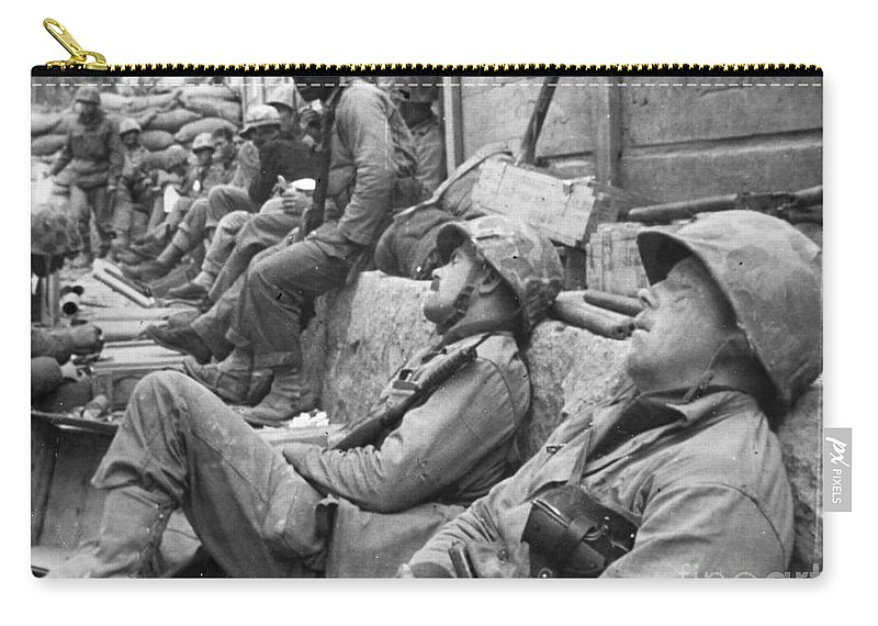 1950 Carry-all Pouch featuring the photograph Korean War: U.n. Troops by Granger