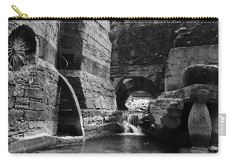 Skip Hunt Carry-all Pouch featuring the photograph Las Pozas 1 by Skip Hunt