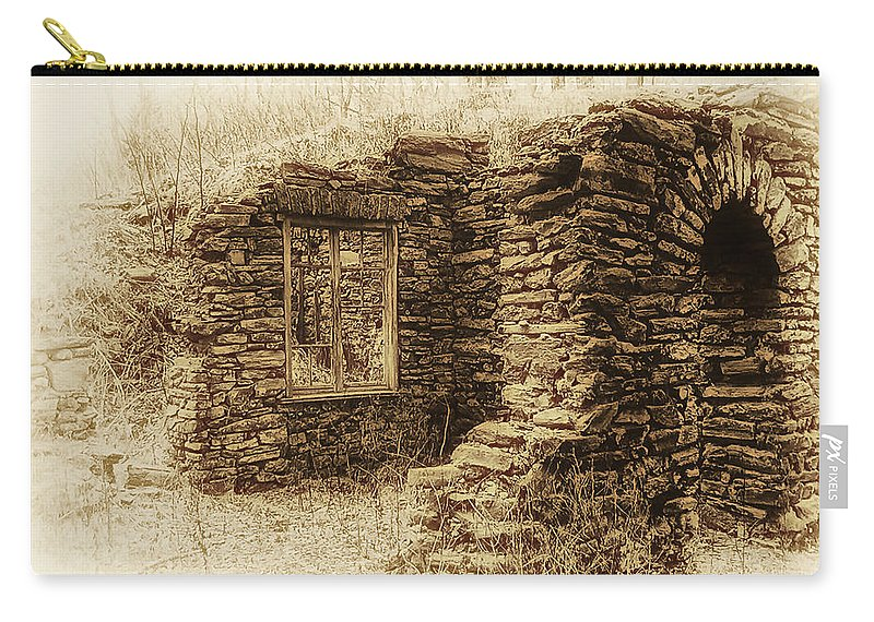 Old House Carry-all Pouch featuring the photograph Living In The Past by Bill Cannon