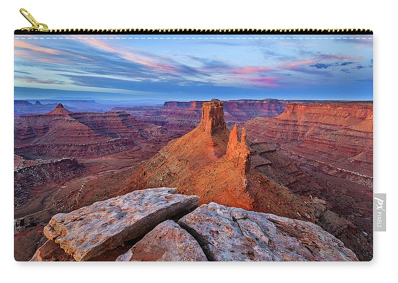 Desert Carry-all Pouch featuring the photograph Lookout Point Sunrise by Wick Smith