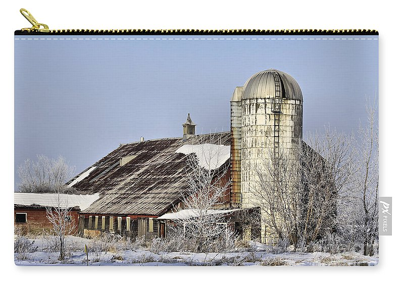 Vermont Carry-all Pouch featuring the photograph Lower Newton Rd. Barn by Deborah Benoit