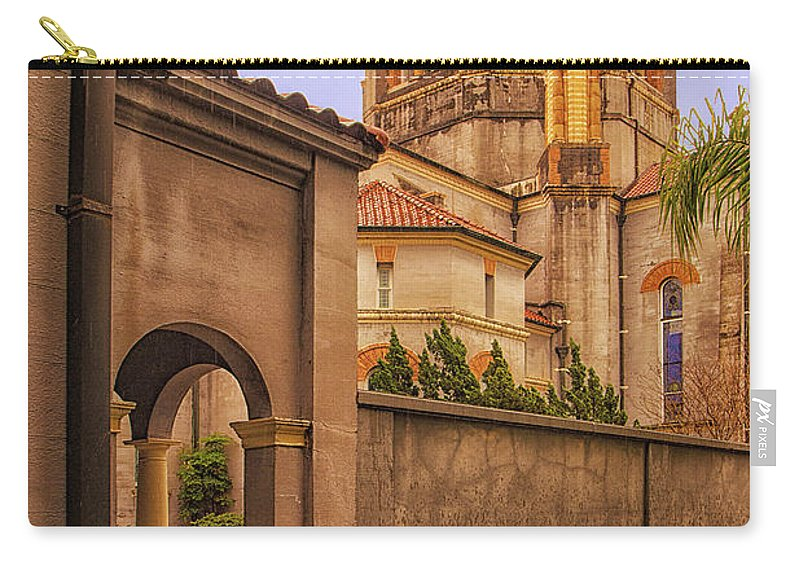 St. Augustine Carry-all Pouch featuring the photograph Memorial Presbyterian Church by Priscilla Burgers