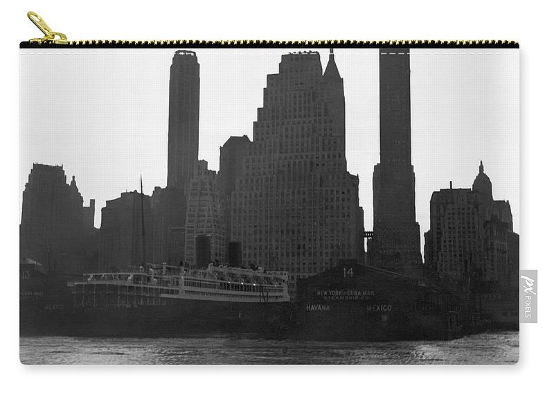 1940s Carry-all Pouch featuring the photograph New York Silhouette At Dusk by Underwood Archives