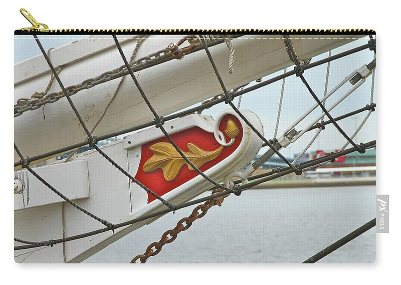 Boat Carry-all Pouch featuring the photograph Oak Leaf by Rick Monyahan