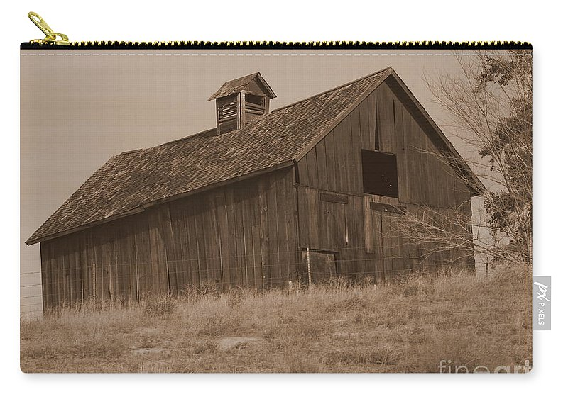 Old Barn Carry-all Pouch featuring the photograph Old Barn In Washington by Carol Groenen