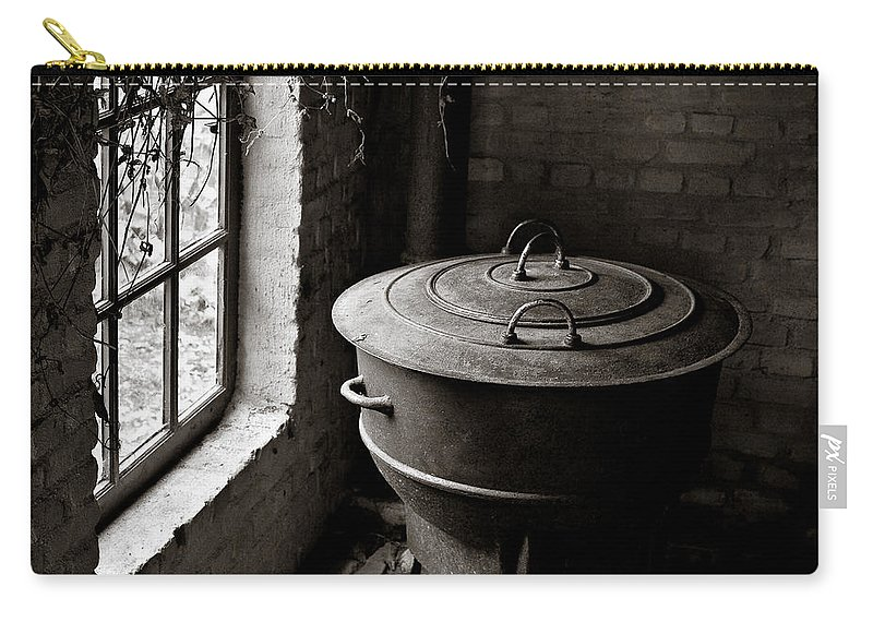 Old Carry-all Pouch featuring the photograph Old Stove by Dave Bowman