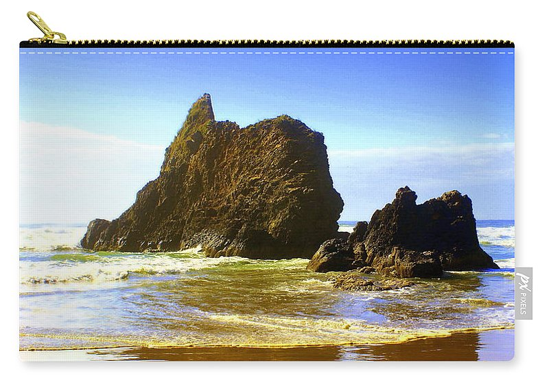 Ocean Carry-all Pouch featuring the photograph Oregon Coast 13 by Marty Koch