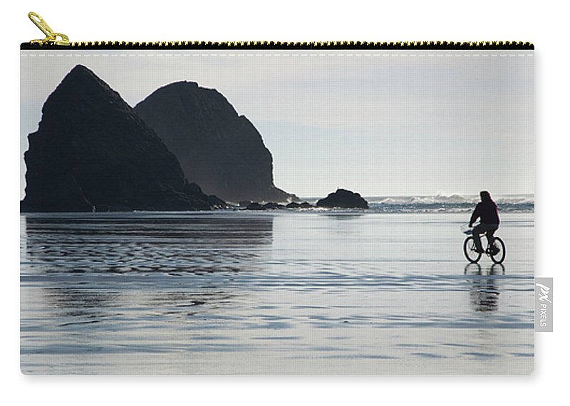 Bicycle Carry-all Pouch featuring the photograph Oregon Commuter by Bob Christopher