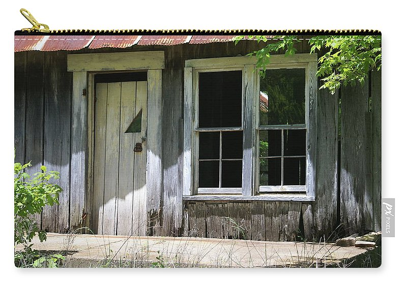 Historic Buildings Carry-all Pouch featuring the photograph Ozark Homestead by Marty Koch