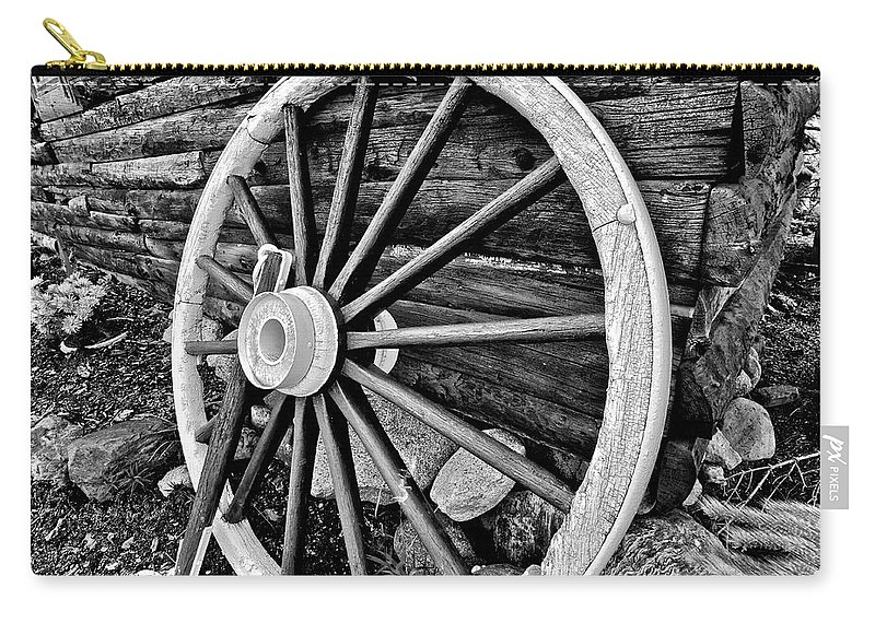 Cabin Carry-all Pouch featuring the photograph Painted Wagon by Ed Boudreau