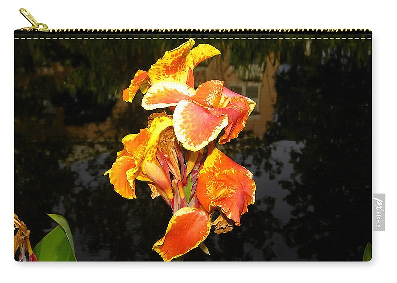 Flower Carry-all Pouch featuring the photograph Pond Beauty by David Lee Thompson