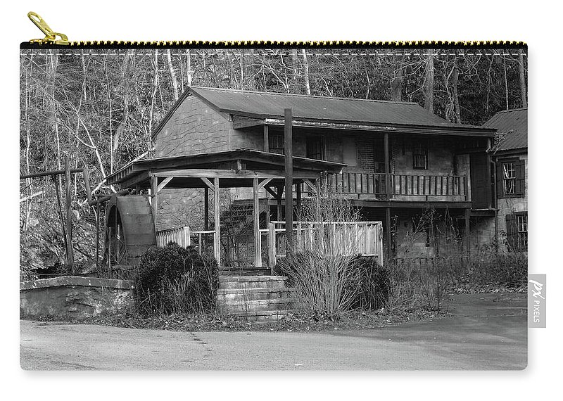Virginia Carry-all Pouch featuring the photograph Roda D'agua by Frank Henley