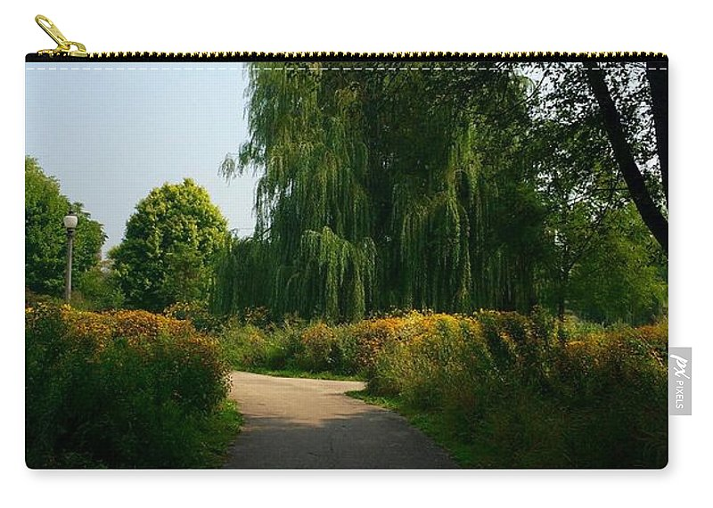 Weeping Willow Carry-all Pouch featuring the photograph Seeker by Margaret Fronimos