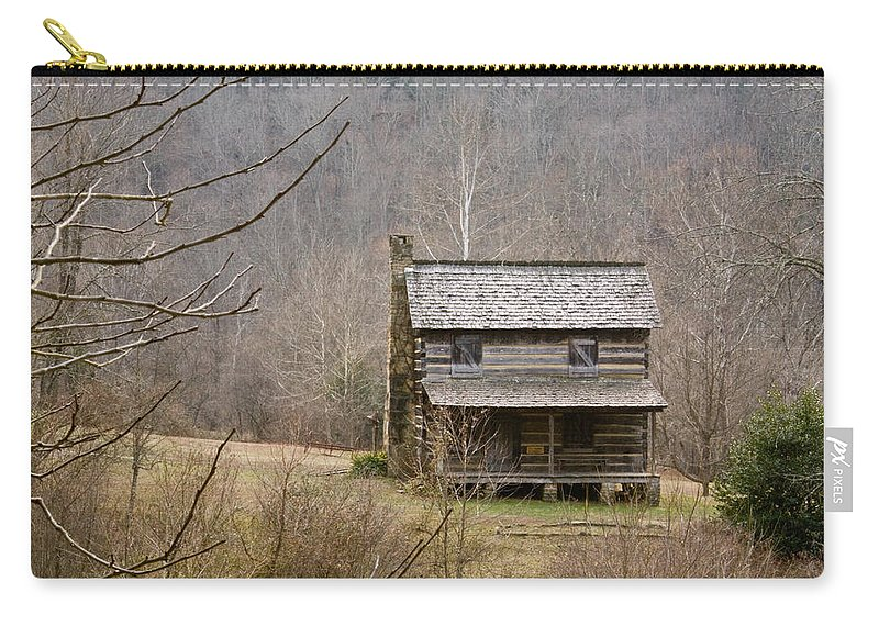 Settlers Carry-all Pouch featuring the photograph Settlers Cabin In Cades Cove by Douglas Barnett