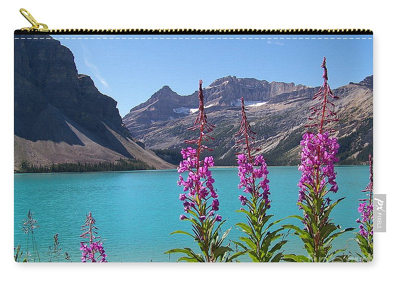 Shoulder Carry-all Pouch featuring the photograph Shoreline Beauties by Greg Hammond