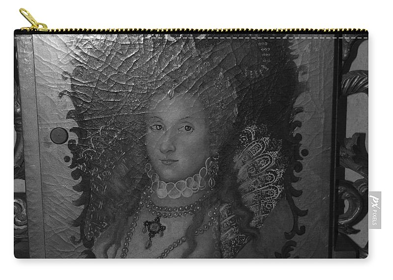 Queen Carry-all Pouch featuring the photograph Some Old Queen by Rob Hans