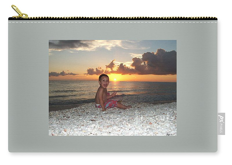 Sunset Carry-all Pouch featuring the photograph Sonsun by Michelle S White