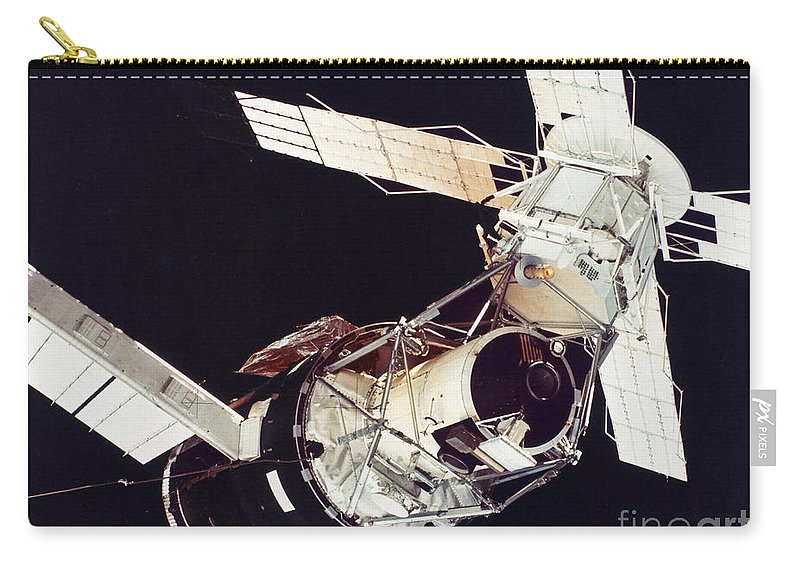 1973 Carry-all Pouch featuring the photograph Space: Skylab 3, 1973 by Granger