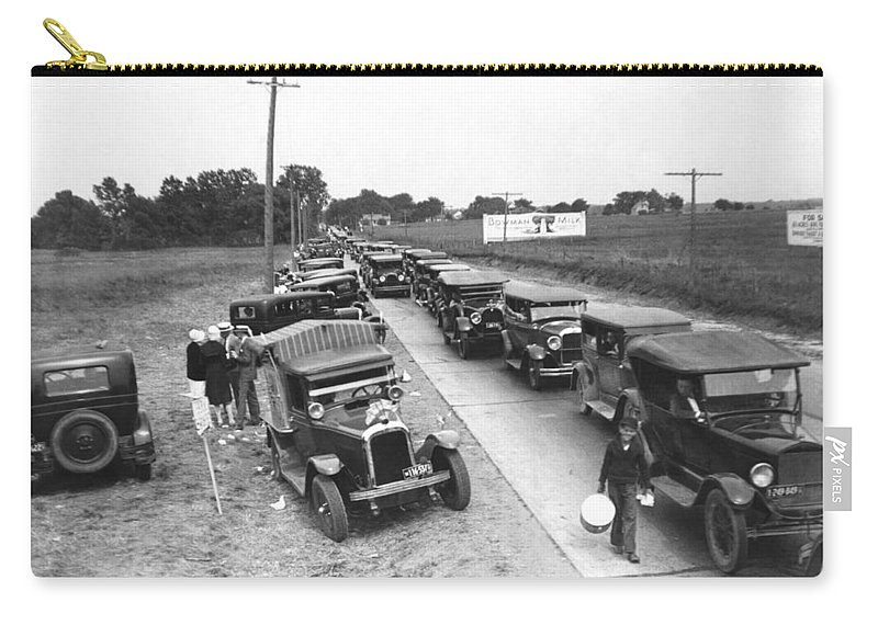 1920s Carry-all Pouch featuring the photograph Summertime Country Traffic Jam by Underwood Archives
