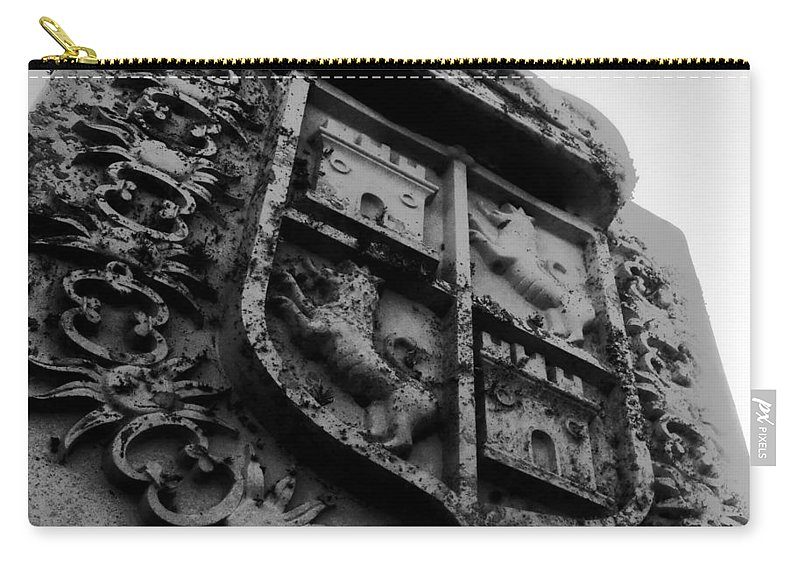 Crest Carry-all Pouch featuring the photograph The Kings Crest by David Lee Thompson