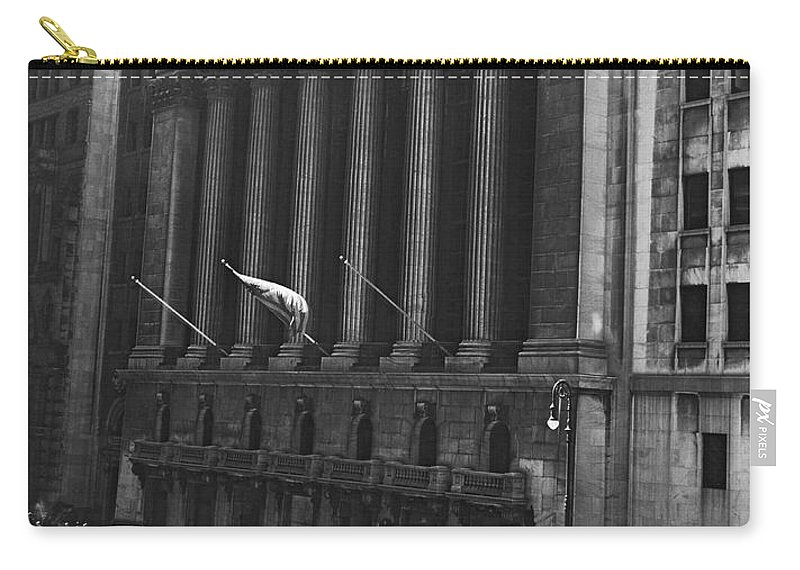 1920s Carry-all Pouch featuring the photograph The New York Stock Exchange by Underwood Archives
