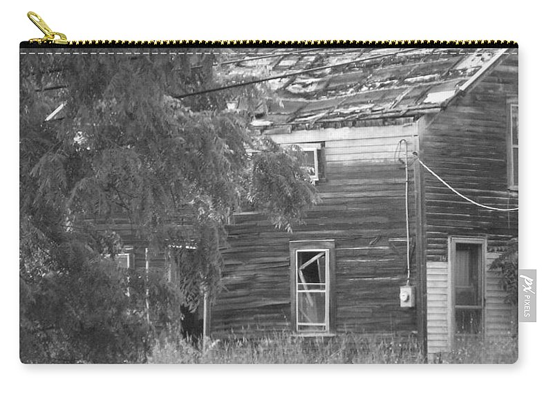 House Carry-all Pouch featuring the photograph This Old House by Rhonda Barrett