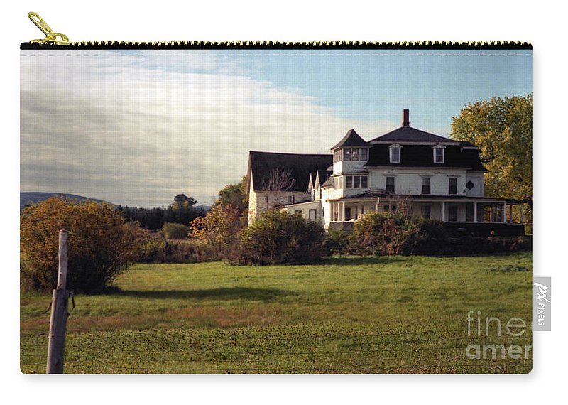 Vermont Carry-all Pouch featuring the photograph Vermont Farmhouse by Richard Rizzo