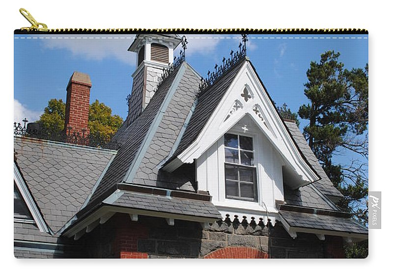 Lincoln Carry-all Pouch featuring the photograph Victorian At The Old Soldiers Home by Jost Houk