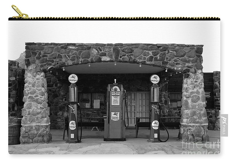 Route 66 Carry-all Pouch featuring the photograph Waiting For Business by David Lee Thompson