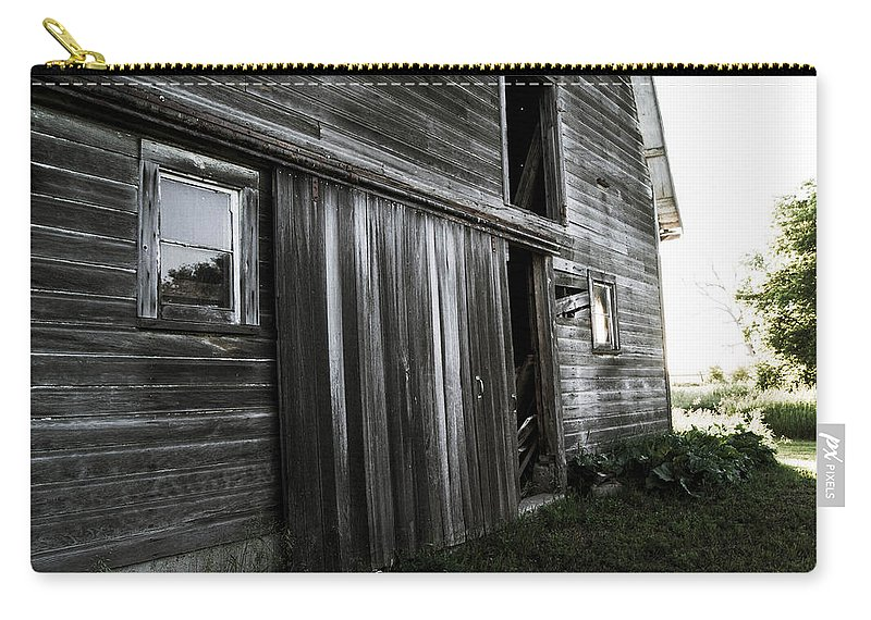 Rustic Carry-all Pouch featuring the photograph Welcome by Kristi Ulrich