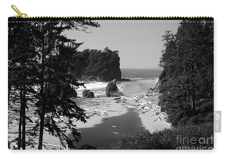 Cove Carry-all Pouch featuring the photograph Wild Cove by David Lee Thompson