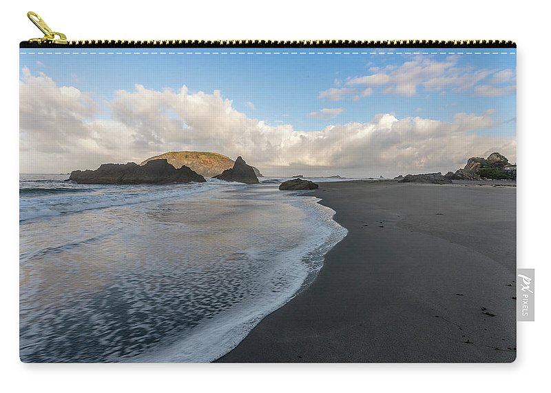 Harris Beach State Park Carry-all Pouch featuring the photograph Endless Beach by David Kulp