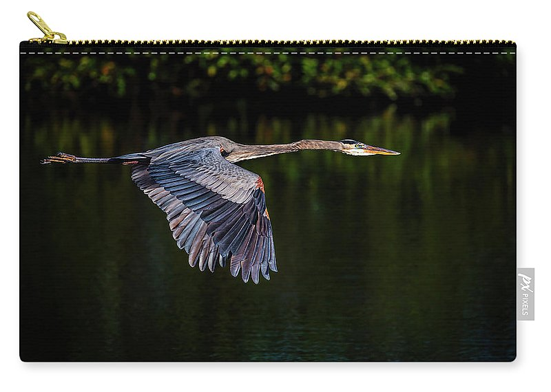 Heron Carry-all Pouch featuring the photograph Heading Home by Cyndy Doty