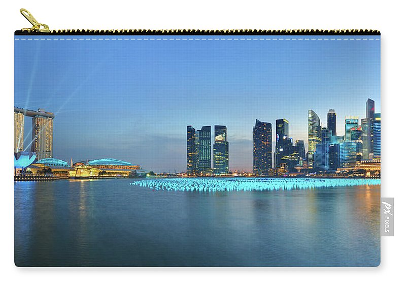 Tranquility Carry-all Pouch featuring the photograph Singapore Marina Bay by Fiftymm99