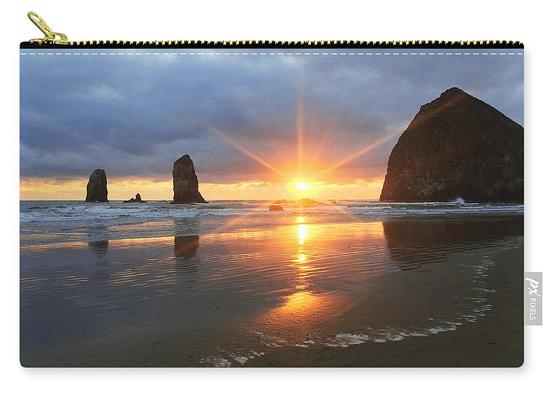 Amazing Carry-all Pouch featuring the photograph Amazing Oregon by Chad Dutson