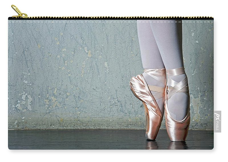 Ballet Dancer Carry-all Pouch featuring the photograph Ballet Dancers Feet En Pointe by Dlewis33