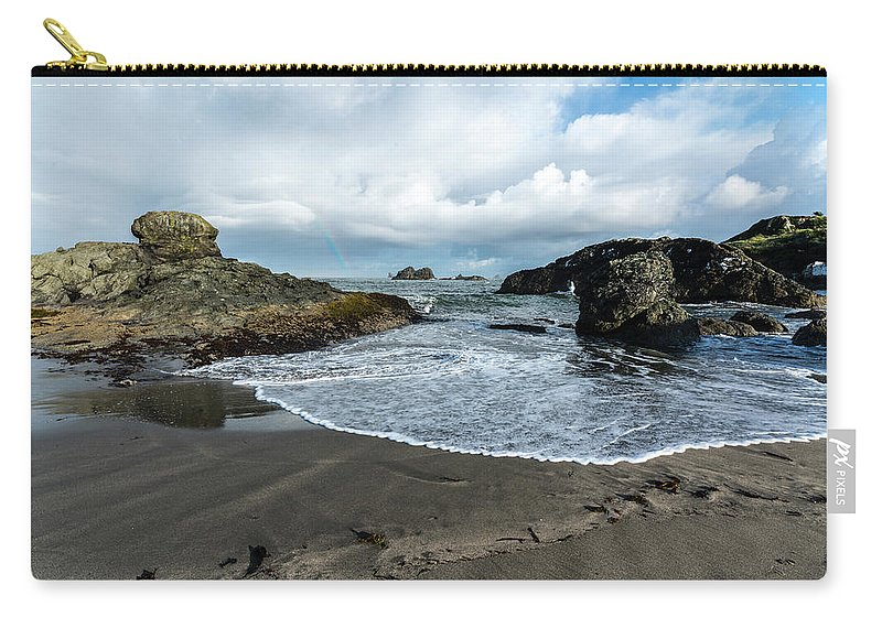 Harris Beach Carry-all Pouch featuring the photograph Oregon Coast by David Kulp